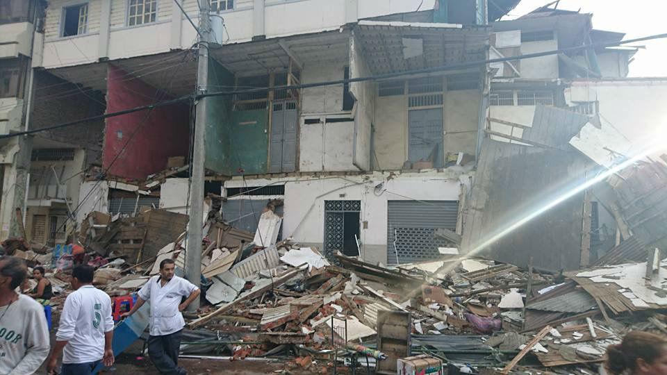Ecuador confirma que ya son 350 los muertos por el sismo