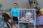"""Activistas presionan para que alguacil Joe Arpaio reciba """"castigo"""" por acosar a inmigrantes"""