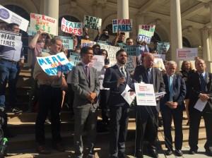 Este miércoles líderes políticos y activistas anunciaron su apoyo a la iniciativa de reducir precio de Metrocard a personas de bajos recursos y pidieron al alcalde de Blasio aprobar la solicitud