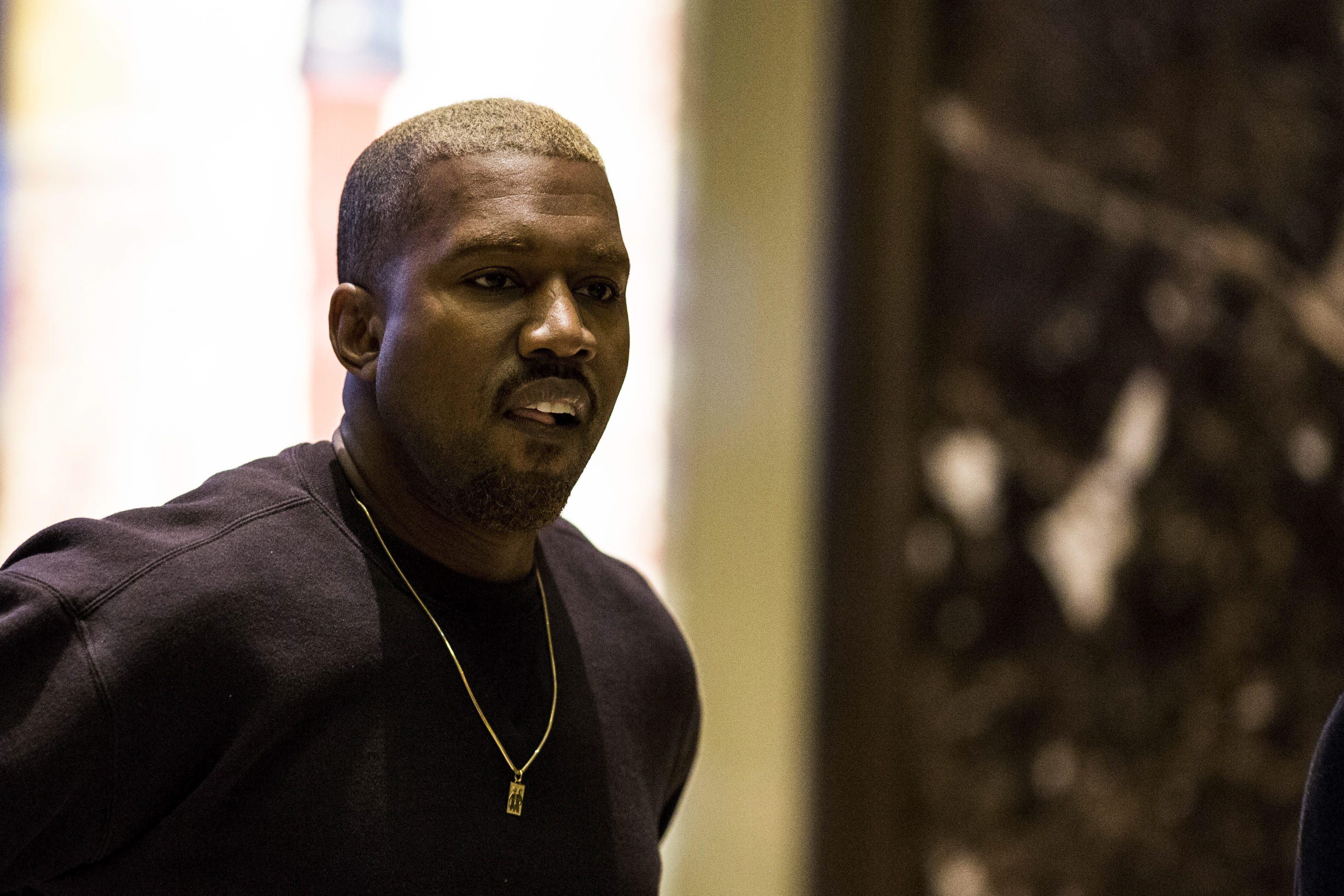 Kanye West a su llegada a la Trump Tower en Nueva York.