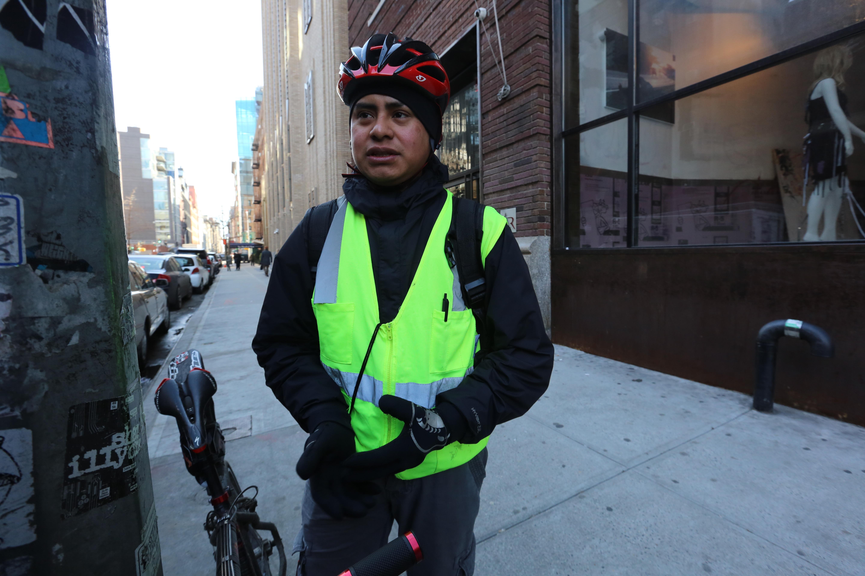 Trabajador de deliveries, Victor Gallardo. Un Dia Sin Inmigrantes.