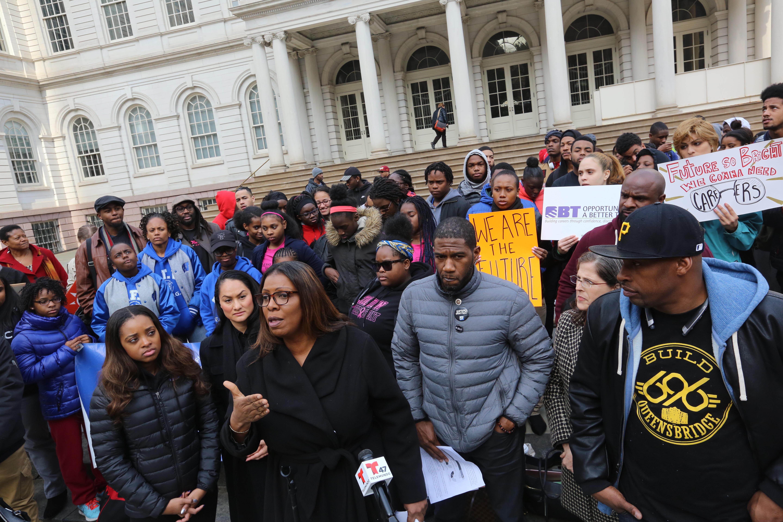 Defensora del Pueblo Letitia James y concejal Jumaane Williams piden al Alcalde de Blasio mas dinero para empleo juvenil en Nueva York.