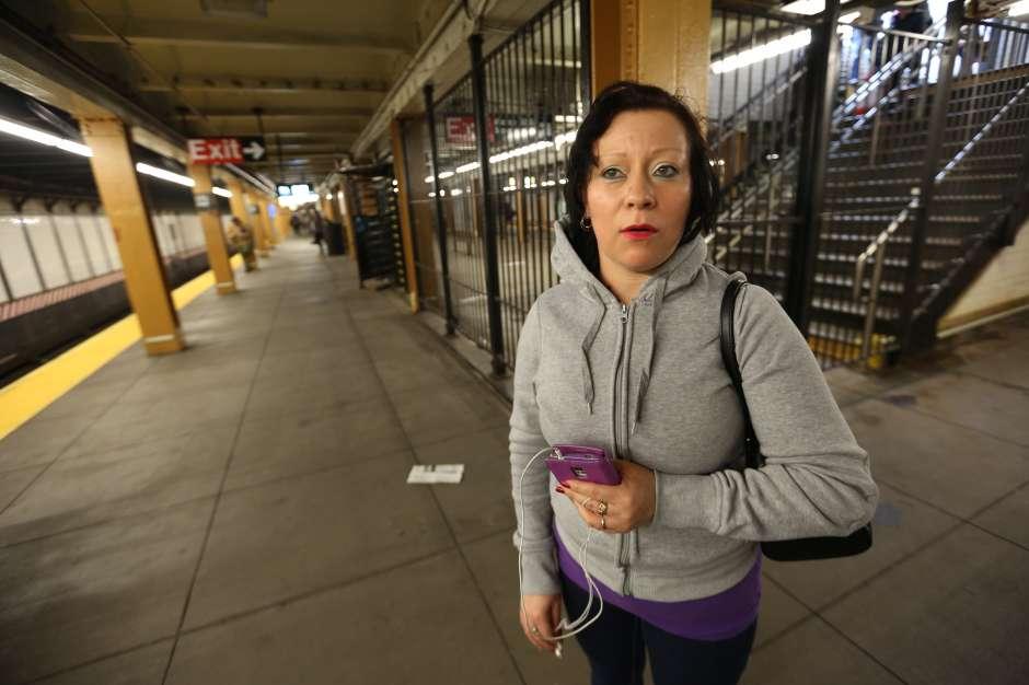 Pasajera Rosa Mansilla. Propuesta del Concejal Ydanis Rodriguez para que la gente de bajos recursos puedan compar una metrocard a la mitad.