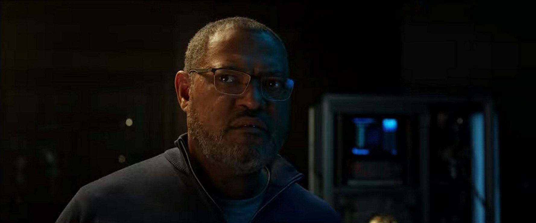 Laurence Fishburne interpreta al científico Bill Foster.
