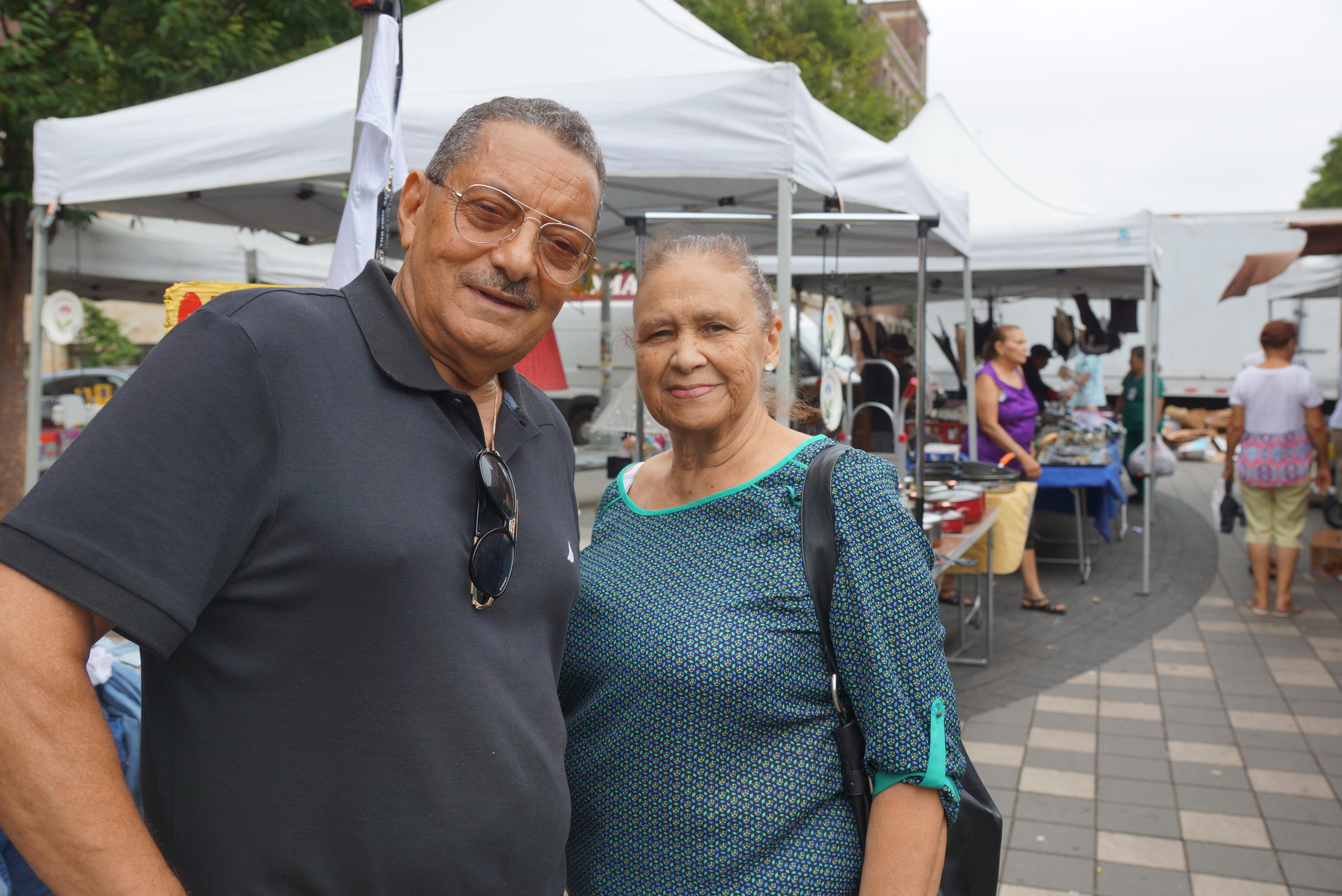 Gustavo Polanco, Sandra Padilla en La Plaza de las Americas, en la 'Pequeña República Dominicana'.