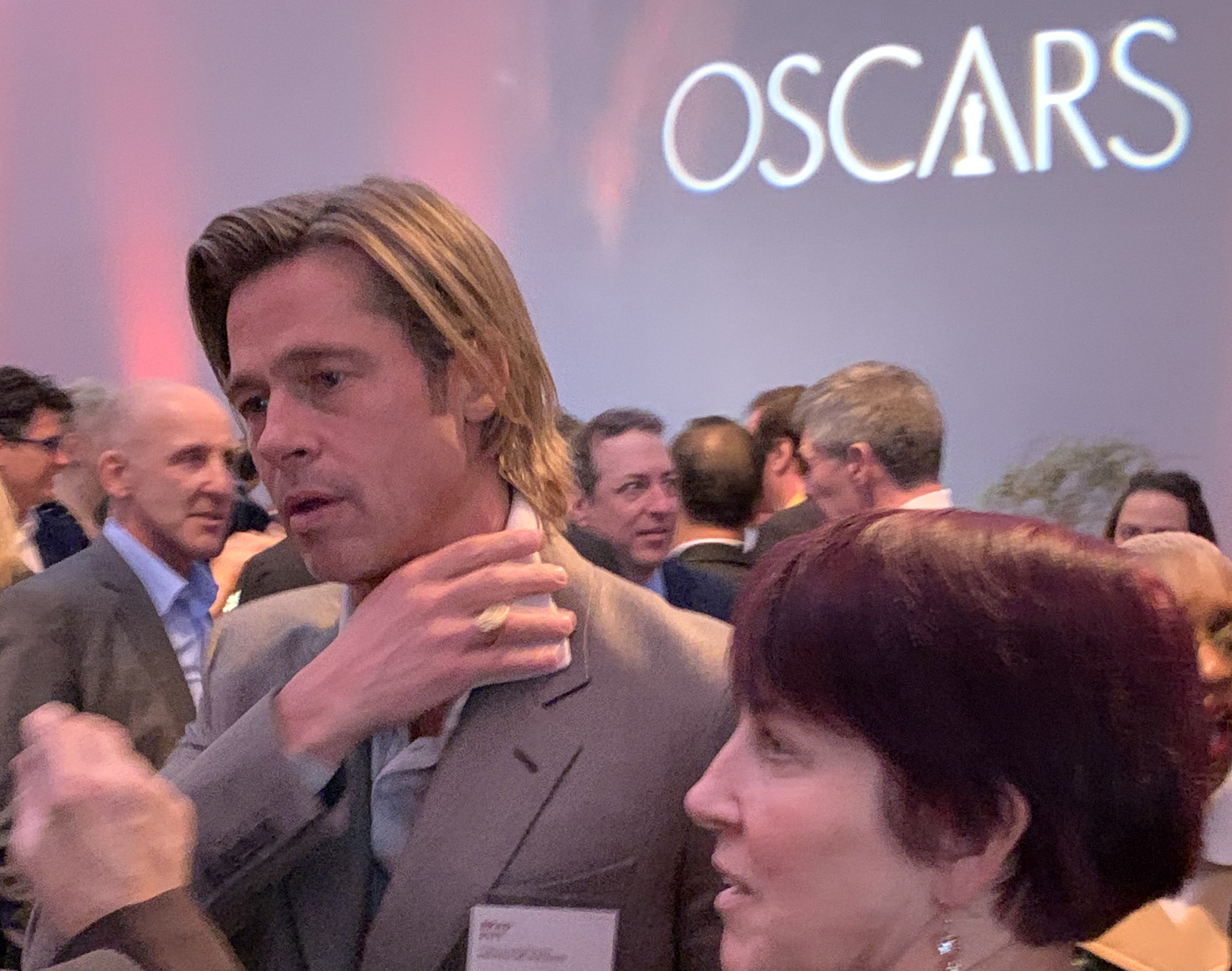 Brad Pitt en el cocktail previo. / Foto: Impremedia