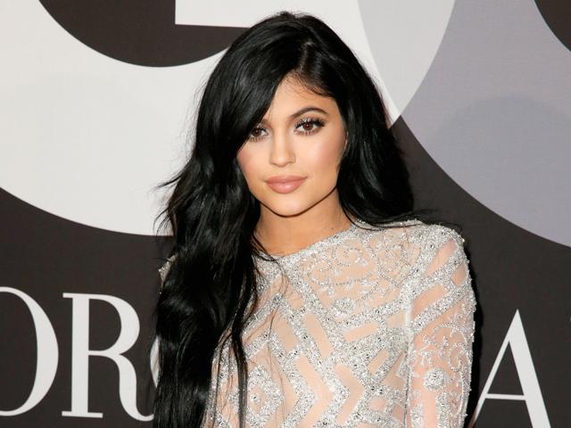Kylie Jenner le saca partido a sus sensuales labios.