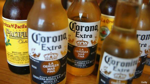 En todo EEUU, la edad mínima para ingerir bebidas alcohólicas es 21 años.