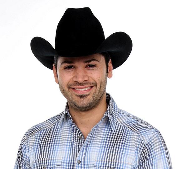 Eliseo Robles Jr. puede beneficiarse de un escándalo sexual para promocionar su música norteña.