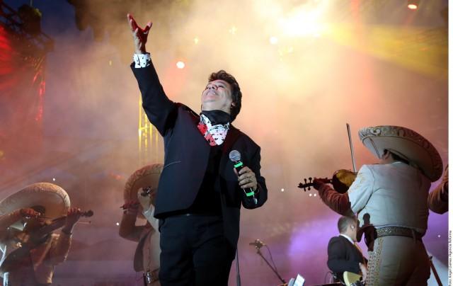 Juan Gabriel no pudo despedirse de Joan Sebastian. El cantante habló de su encuentro con la muerte.