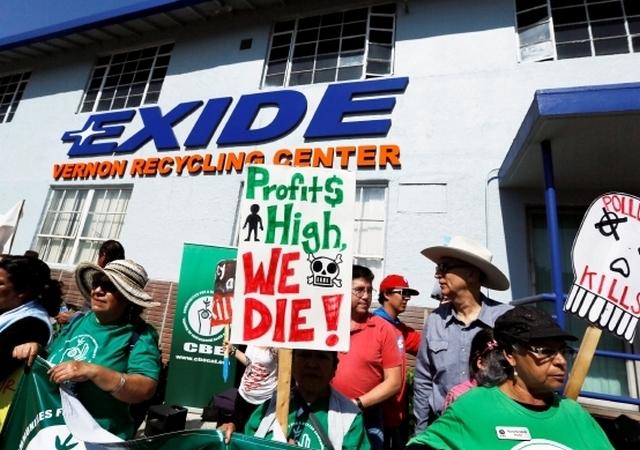 El Departamento de Control de Sustancias Tóxicas (DTSC) inició el año pasado la limpieza del plomo que contamina a decenas de viviendas alrededor de la planta de Exide. /ARCHIVO