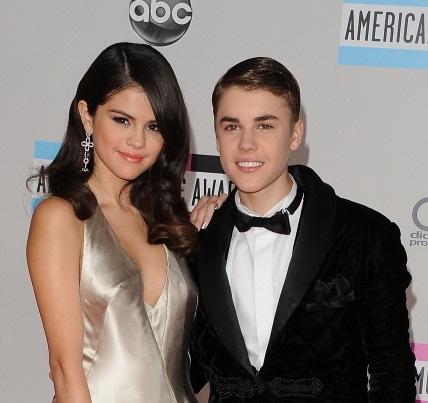 En el 2011, Selena Gómez y Justin Bieber eran la pareja del momento y cuatro años después siguen dando de qué hablar.
