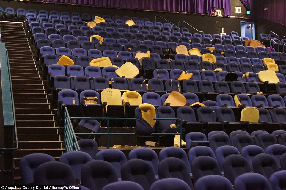 Así lucía la sala de cine tras el tiroteo.