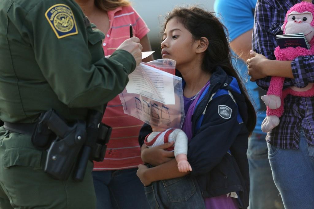 En el 2014 más de 60,000 menores no acompañados fueron detenidos en la frontera sur de Estados Unidos. /Getty