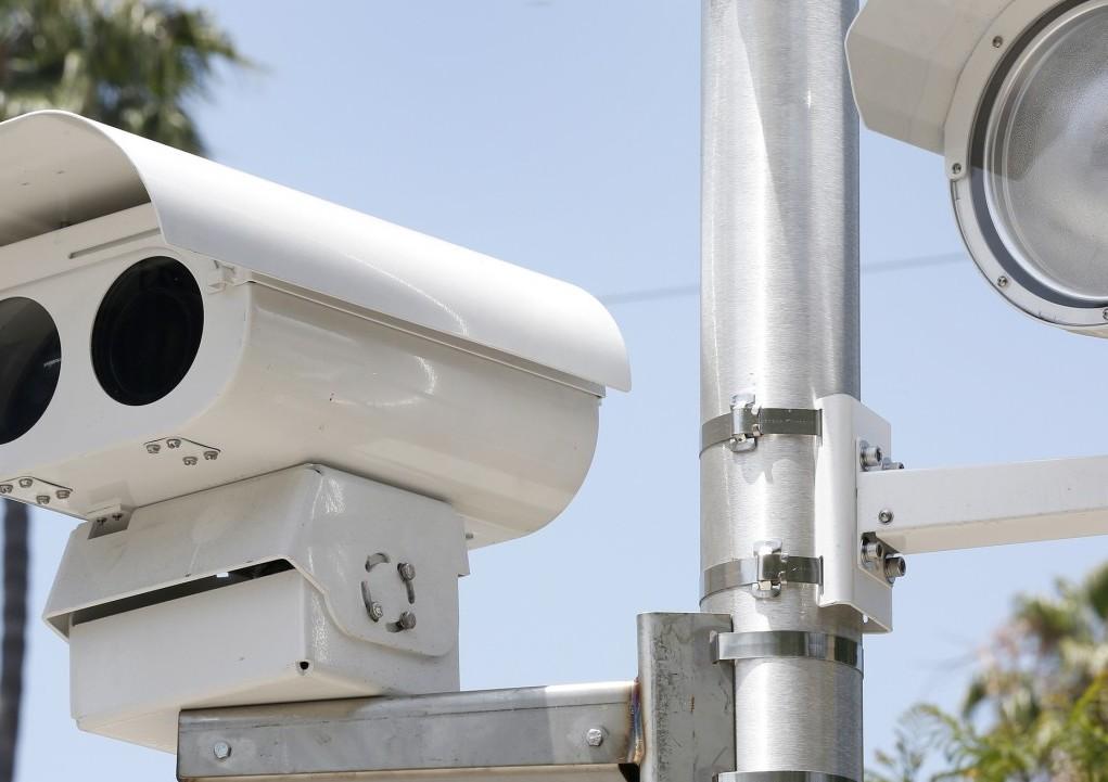 Varias ciudades en el condado de Los Ángeles aún cuentan con cámaras en sus intersecciones.