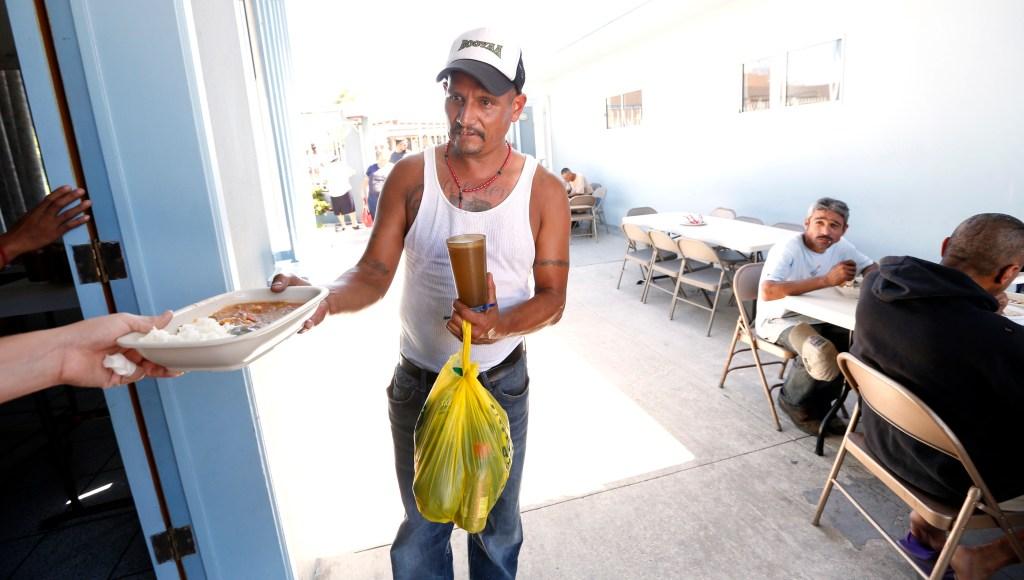 Inmigrantes reciben ayuda en Casa Madre Assunta de Tijuana. /Aurelia Ventura