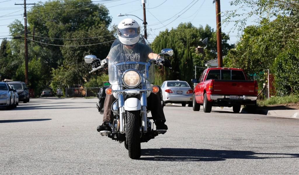 Melecio García sacó su licencia para manejar motocicleta bajo la ley AB60.(Photo by Aurelia