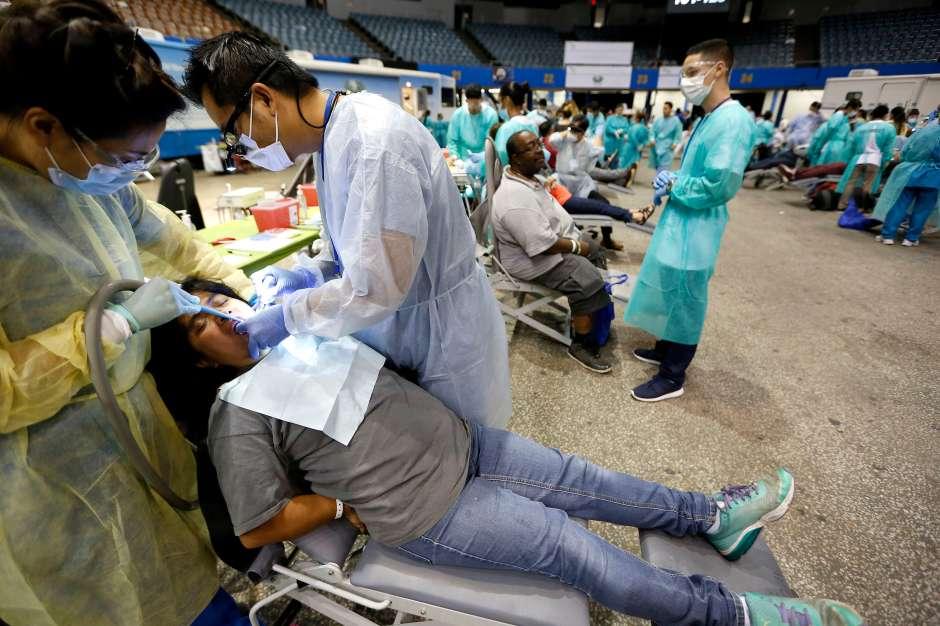 Tratamiento médico de todo tipo se ofrecen en la megaclínica. (Foto: Aurelia Ventura/La Opinion)