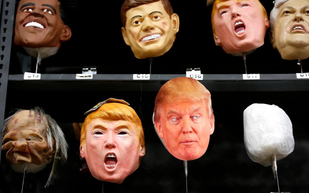 Las máscaras a semejanza del precandidato republicano para la presidencia, Donald Trump, son algunas de las que más buscan los adultos.