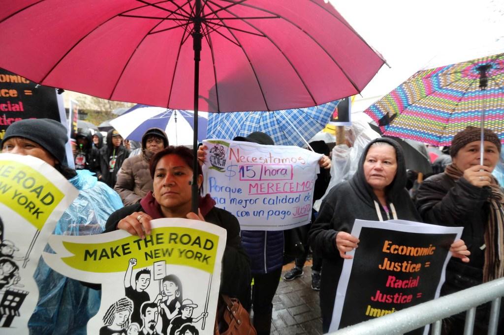 Cientros protestan en Harlem por los derechos de los trabajadores y el incremento a $15 dolares la hora. Demostraciones en todo el pais. Foto Credito: Mariela Lombard / El Diario.