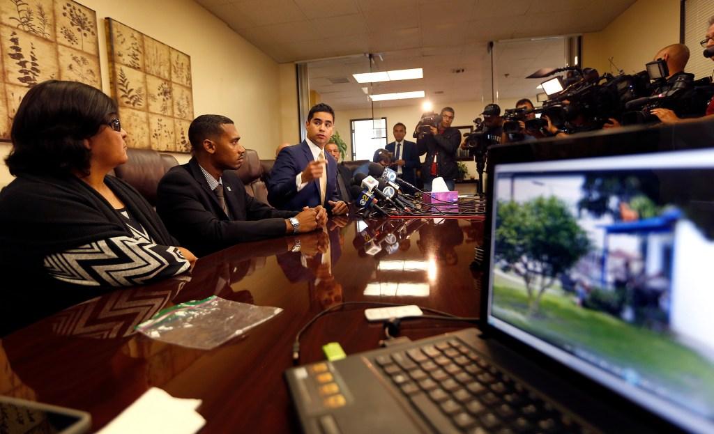 Videos tomados por testigos supuestamente desmentirían recuento de los hechos por parte de agentes del Sheriff./ AURELIA VENTURA