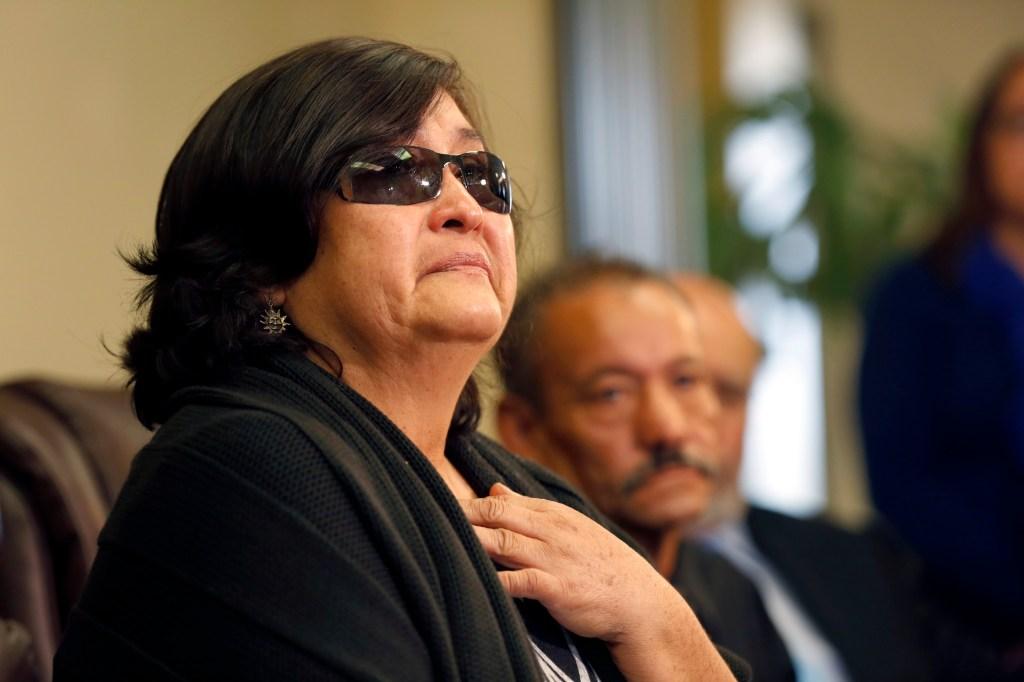 Maria Elena Árevalo, madre del occiso, dijo entre lágrimas que los agentes mintieron sobre lo sucedido. /AURELIA VENTURA