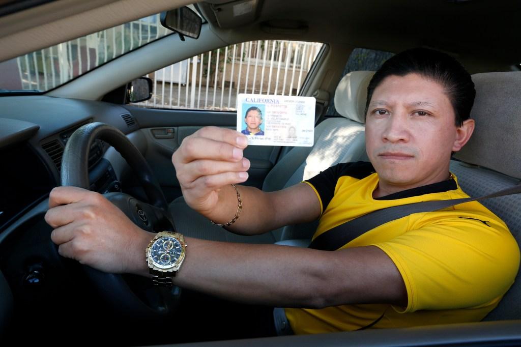 El guatemalteco Danilo Franco suele prestar su auto a otras personas para que tomen el examen de manejo AB60.