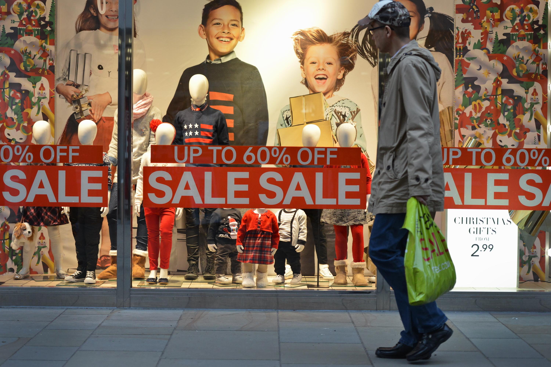 Las compras en esta época son fuente de estrés para el 52% de los latinos, según Experian.