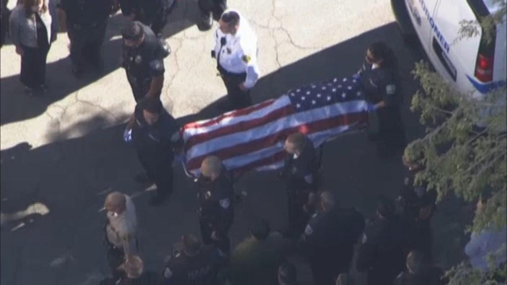 El cuerpo de Ricky Galvez fue cubierto con una bandera de EEUU.