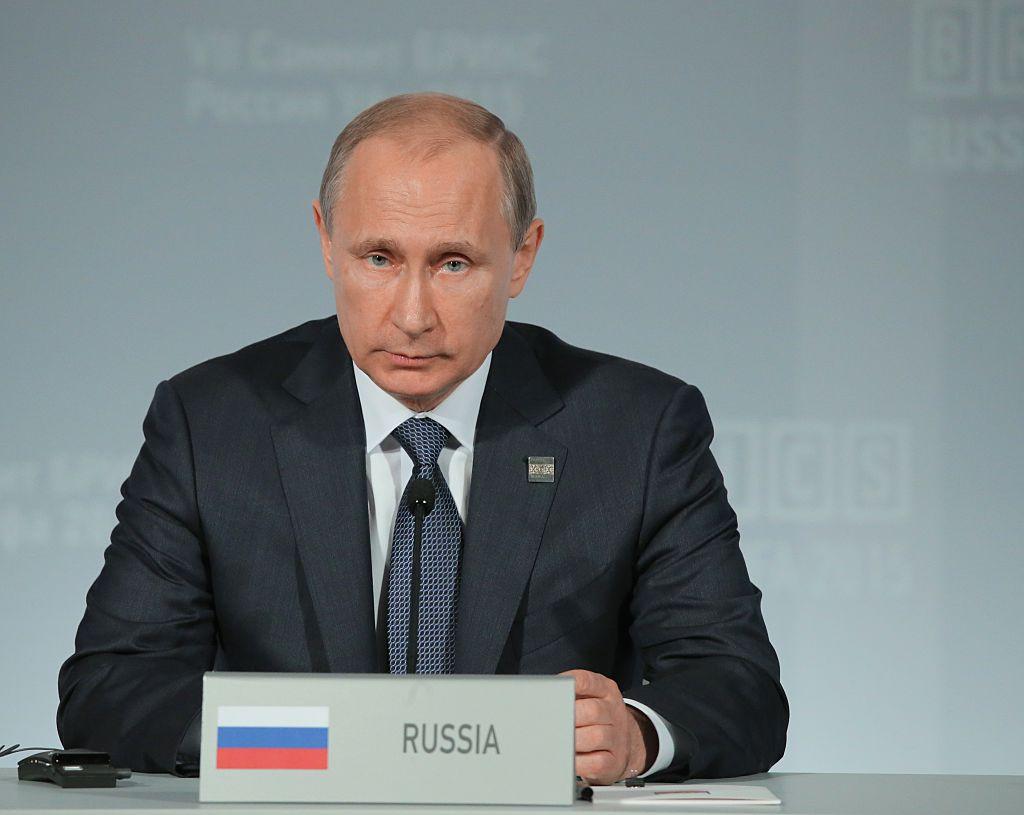 Putin acusó a Turquía de haber apuñalado por la espalda a Rusia al derribar un avión militar Su24 en la frontera turco-siria.
