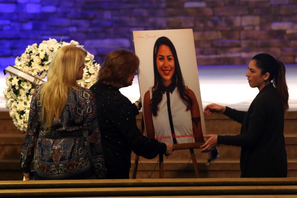 El 4 de noviembre se llevó a cabo la celebración fúnebre de la joven Nohemí González, asesinada en los ataques terroristas en París. (Pool photo/Los Angeles Times)