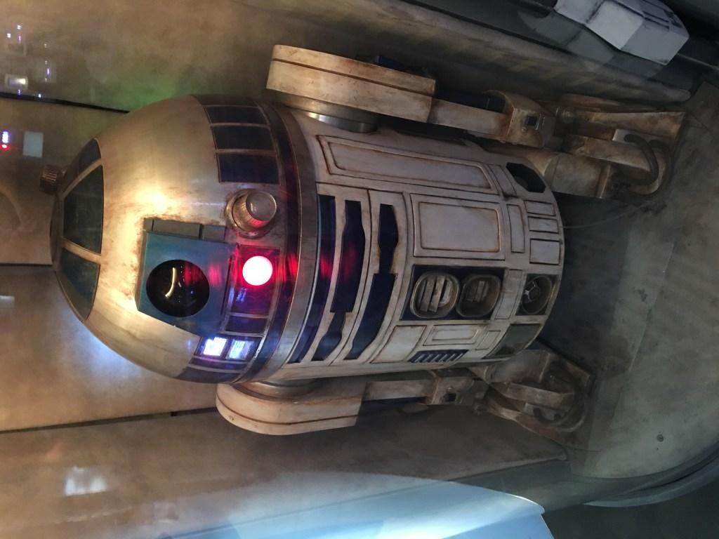 R2D2 no falta a bordo del Disney Dream.