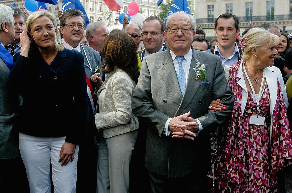 Marine Le Pen junto a su padre, Jean-Marie Le Pen, fundador del derechista Frente Nacional francés.