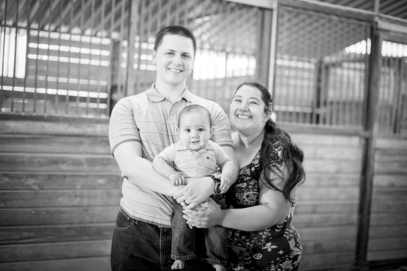 Aurora Godoy (der.), víctima de masacre en San Bernardino, y familia.