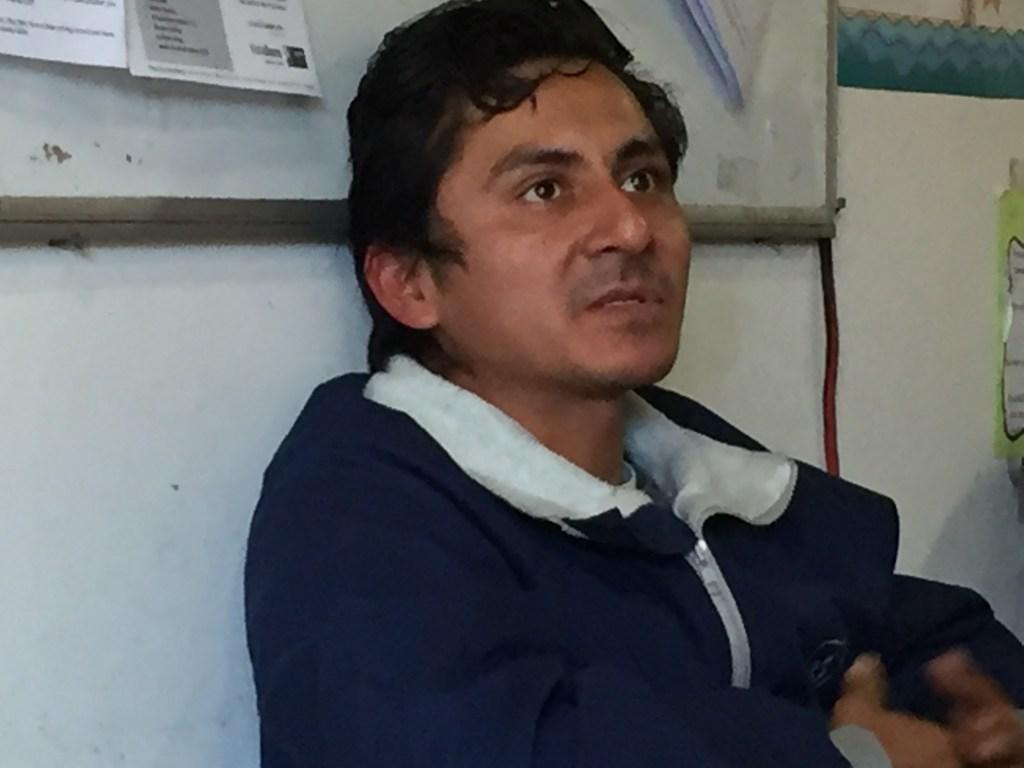Héctor López, de 32 años, siente muy tristeza durante la Navidad. Añora su tierra y sus padres.