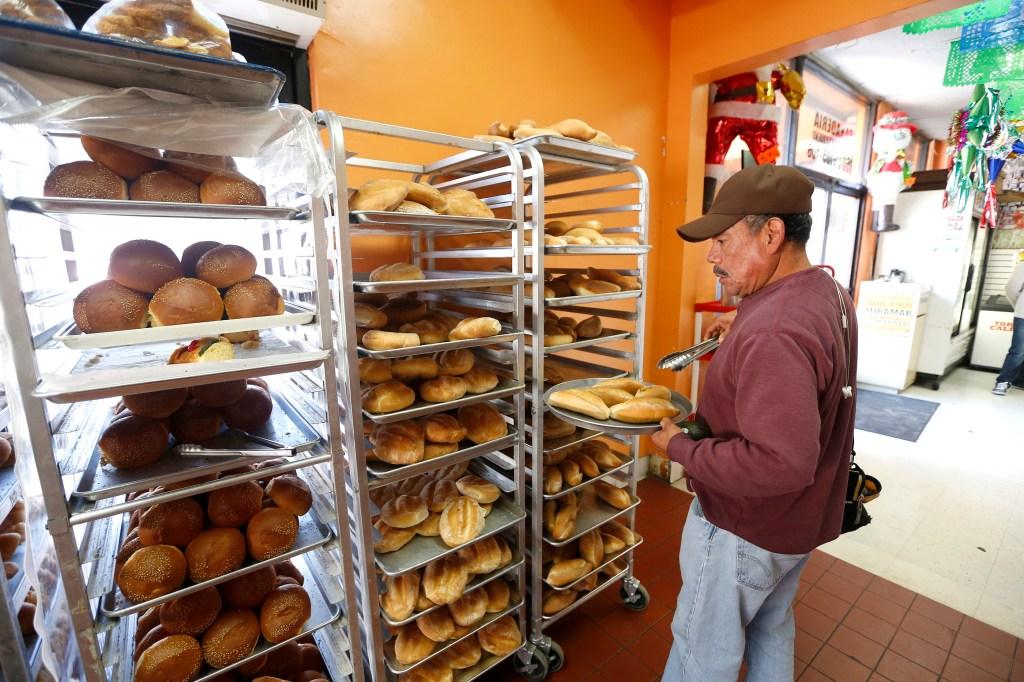 01/08/16 /LOS ANGELES/Andres Monte shops for bread at the Panaderia-Pasteleria El Valle Oaxaqueno in Los Angeles. (Photo by Aurelia Ventura/La Opinion)