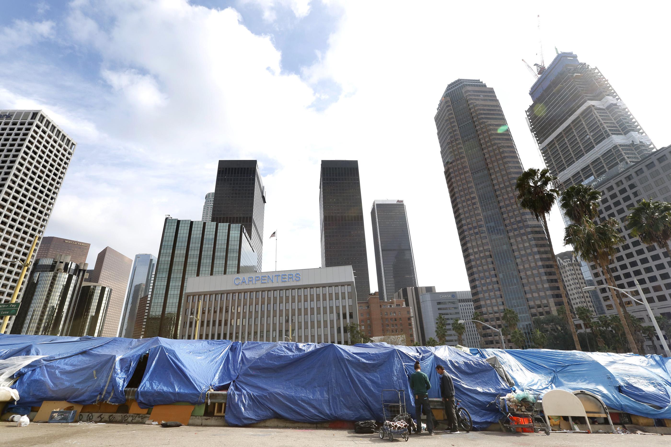 Aunque las cifras no son alentadoras, en el último año Los Ángeles ha reducido en 1/3 el número de veteranos sin hogar y aprobado una medida que construirá 10,000 viviendas para los desamparados (Foto: Aurelia Ventura/La Opinión)