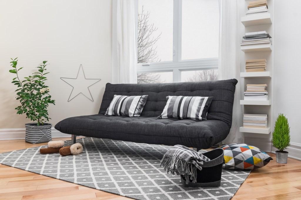 El color y diseño del tapete debe ir de acuerdo con el estilo y tono de los muebles.