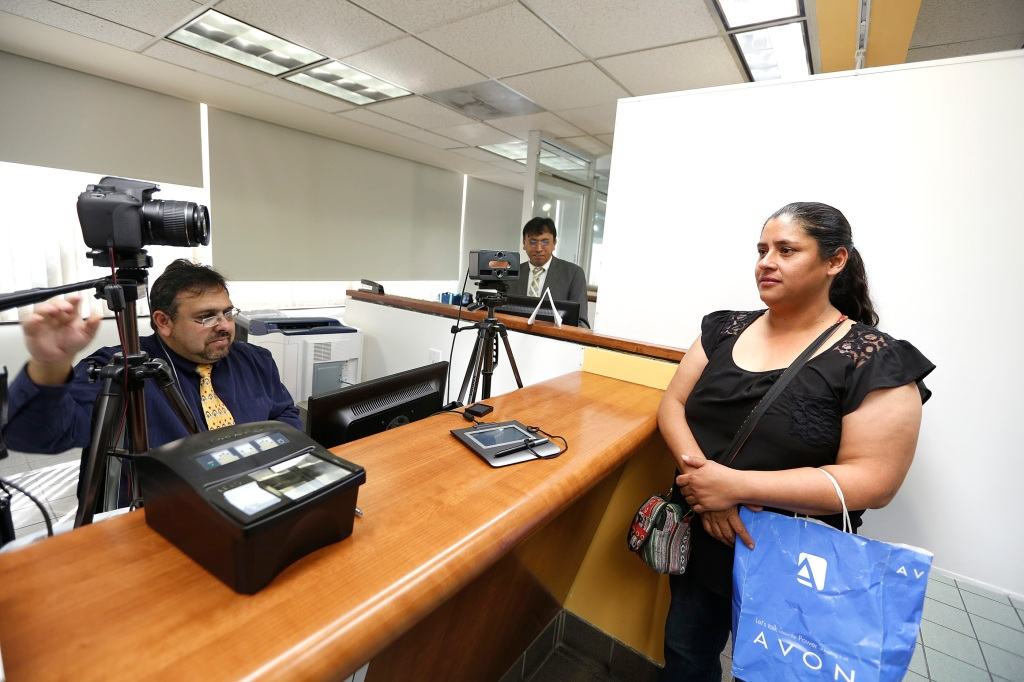 En el Consulado General de México en Los Ángeles se pueden tramitar las credenciales de elector.