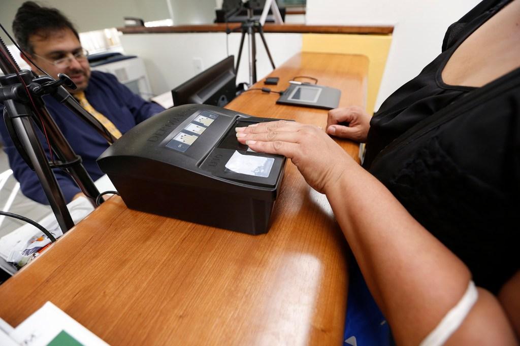 En el Consulado General de México en Los Ángeles se puede conseguir la tarjeta del INE.