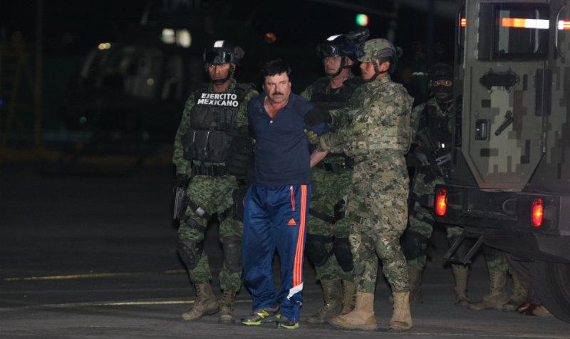 """""""El Chapo"""" no puede dormir de corrido porque le pasan lista constantemente, además de que hay un perro que lo vigila de cerca."""
