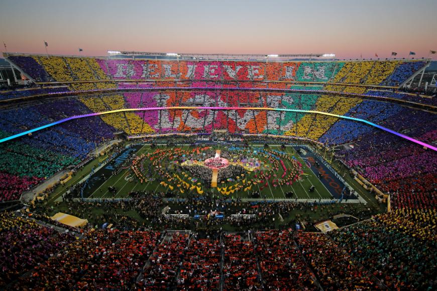 El Super Bowl, con la final del campeonato de fútbol americano y su show intermedio, es uno de los eventos de mayor audiencia en EEUU.