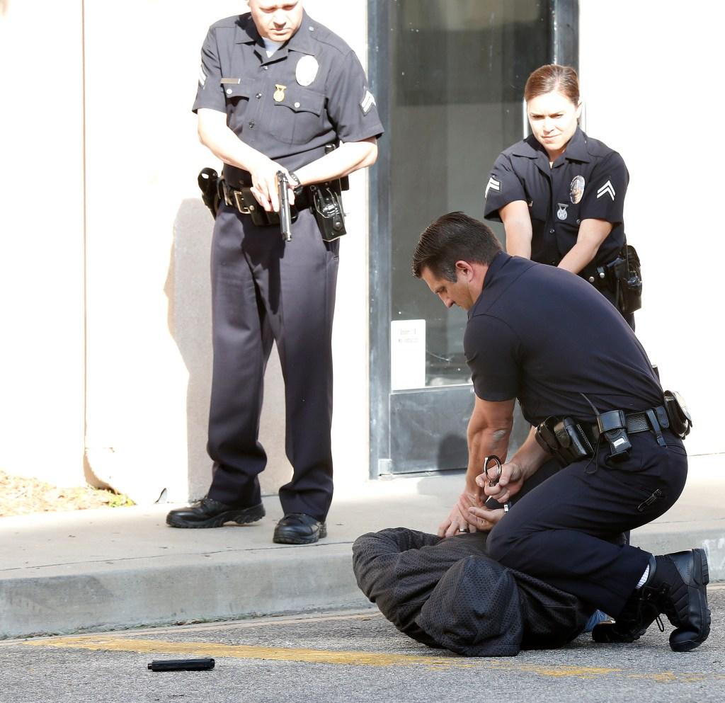 El LAPD explicó que hay muchos factores que juegan un papel en la reacción de sus agentes y la investigación que se le sigue a los tiroteos policiales. (Foto Aurelia Ventura/La Opinion)