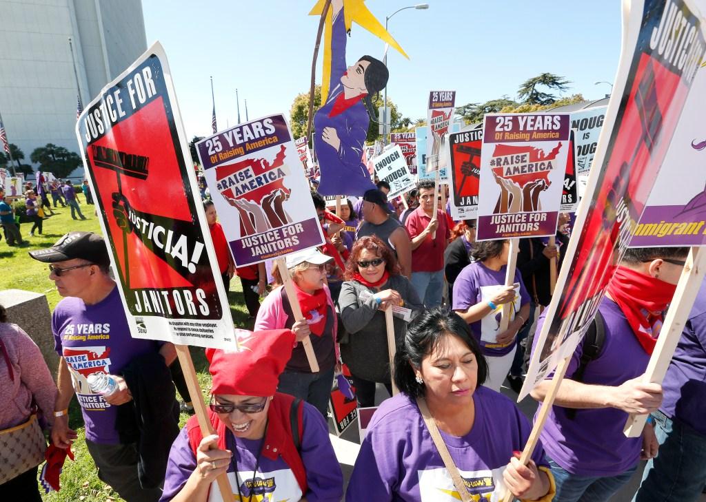 Los trabajadores de la limpieza se han organizado para defender sus derechos y exigir responsabilidades (Foto: Aurelia Ventura/La Opinión)