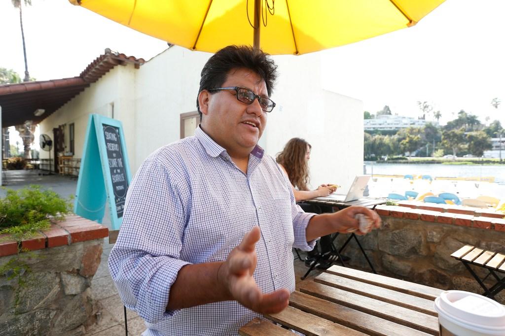 03/10/16 /LOS ANGELES / Inmigrante Alfonso Martinez, de Oaxaca. Desde hace 17 a–os no regresa. (Foto Aurelia Ventura/La Opinion)