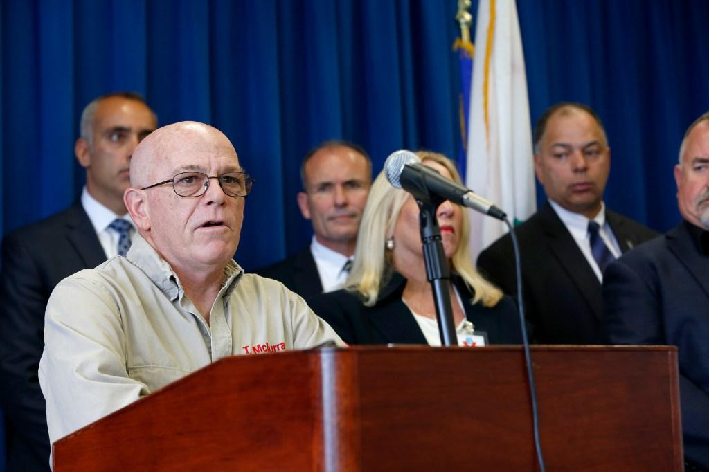 La víctima Tim McMurray  habla sobre su caso. (Aurelia Ventura/La Opinion)