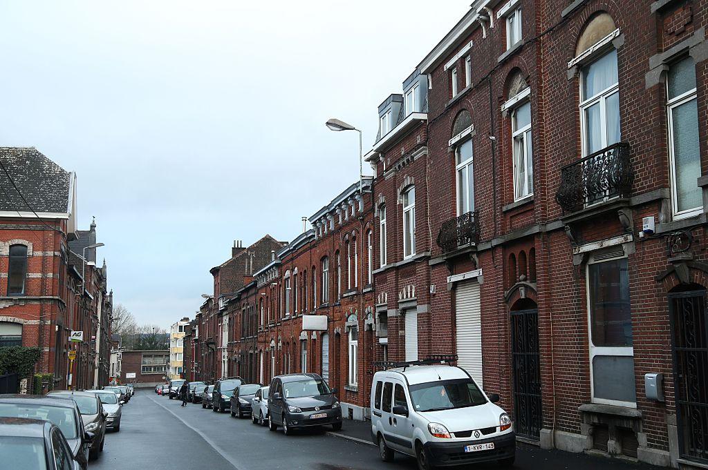 La policía belga llevó a cabo un operativo en la calle Fort (en la imagen).