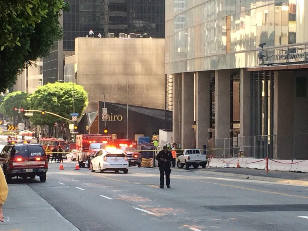 El hombre cayó desde un piso elevado de un edificio en construcción.