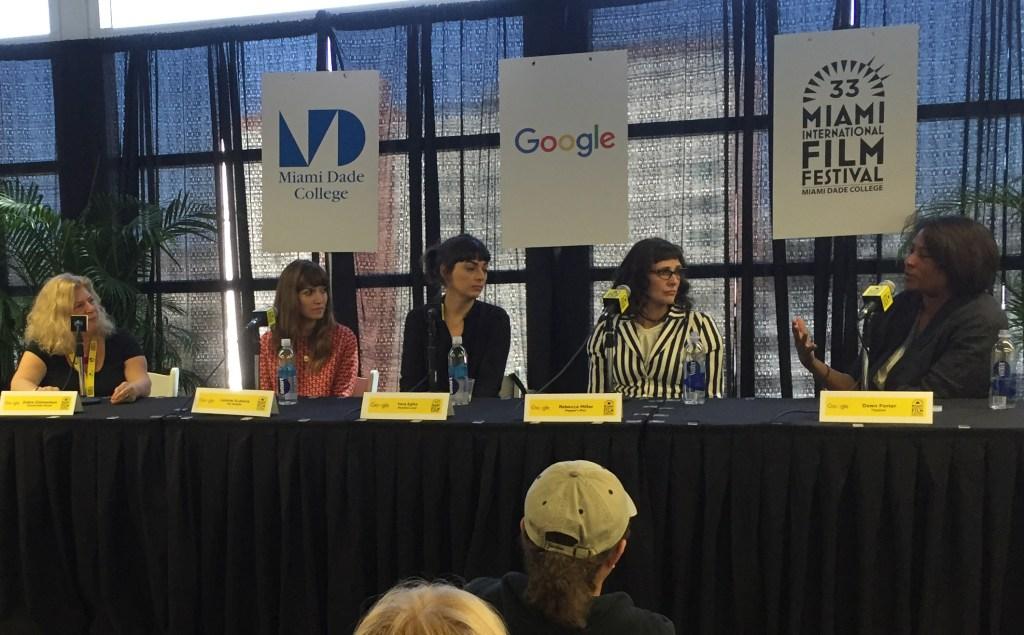 De izq. a dcha: Debra Zimmerman y las directoras Lorene Scafaria, Vera Egito, Rebecca Miller y Dawn Porter.