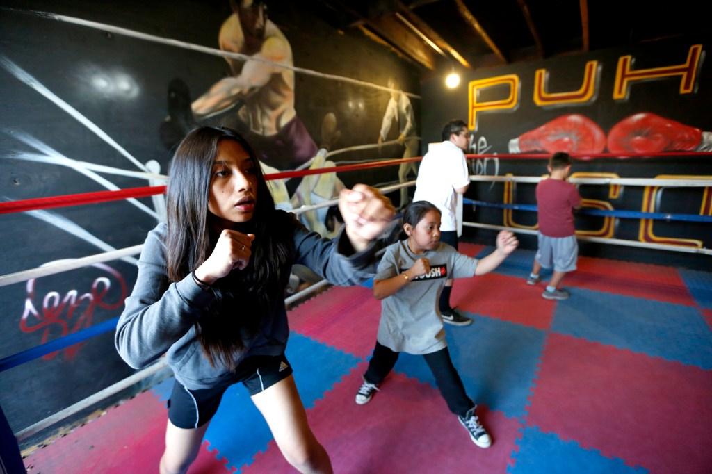El club de boxeo de Pico-Union Boxing es un programa para jóvenes en riesgo de ese vecindario. Ahora su futuro está en vilo / Aurelia Ventura